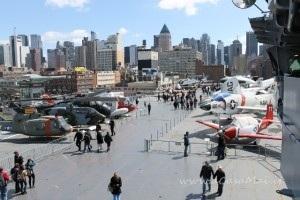 veduta sul flight deck Intrepid sea air space museum