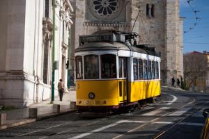Tram 28 giallo a Lisbona