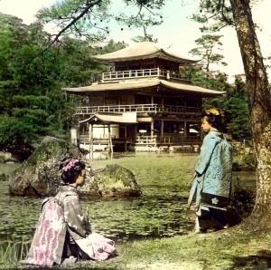 vecchia immagine del Kinkakuji con geisha, Kyoto