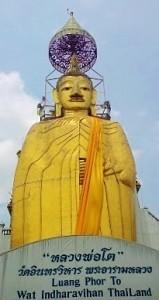 Buddha gigante al Wat Indra Viharn 1
