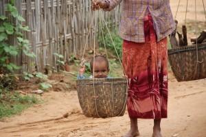 Bimbo nella cesta, Myanmar