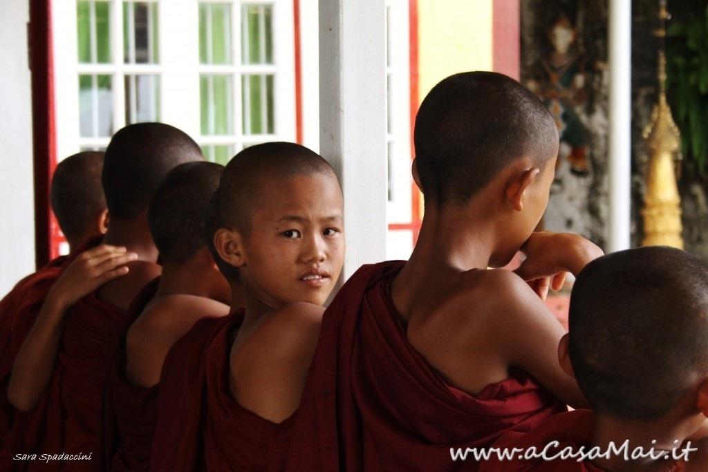 Monaci a Pindaya, Myanmar