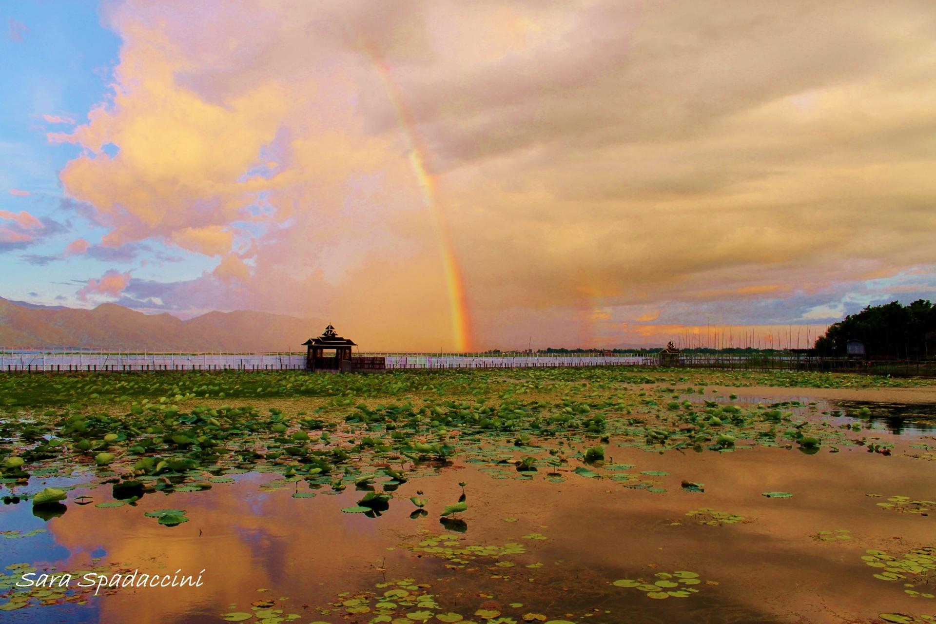 Myanmar sul lago inle a contatto con il popolo intha for Casetta sul lago catskills ny