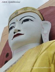 Uno dei quattro Buddha al Kyaik Pun Pagoda, Bago
