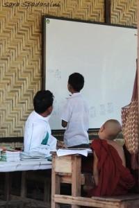Scuola incontrata per strada 1, Myanmar