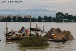 case-abitate-sommerse-dallacqua-lungo-il-tragitto-mandalay-mingun-myanmar