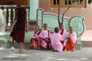 monaci-al-aung-myae-oo-free-monastic-education-school-2-sagaing-birmania