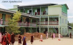 monaci-al-aung-myae-oo-free-monastic-education-school-5-sagaing-birmania