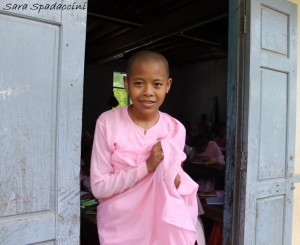 monaci-al-aung-myae-oo-free-monastic-education-school-6-sagaing-birmania