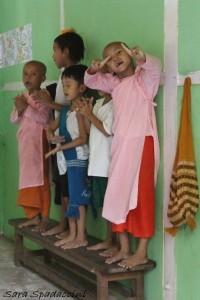 monaci-al-aung-myae-oo-free-monastic-education-school-8-sagaing-birmania