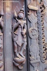 particolari-di-un-monastero-a-mandalay1-myanmar