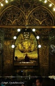 statua-del-buddha-a-mahamuni-paya-2-mandalay-myanmar