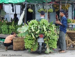 trasporto-banane-mandalay-myanmar