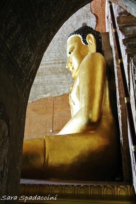 buddha-dentro-htilomminlo-tempio-a-bagan-birmania