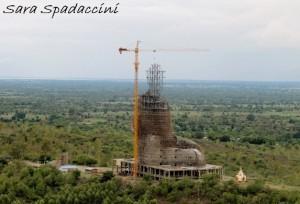 costruzione-della-stua-di-buddha-seduto-monywa-birmania