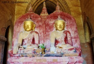 unico-buddha-gemello-al-mondo-presso-dhammayangy-temple-a-bagan-birmania