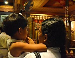 dettaglio all'interno del palazzo reale di Kandy (Sri Lanka)